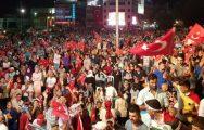 Malatya'da Demokrasi Nöbetleri Sürüyor