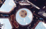 Uzaydaki futbol topu 30 yıl sonra UUİ'nin camına çarptı