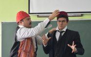 Büyükşehir Tiyatrosu Ekibi Kemal Sunal Anısına Sahne Aldı