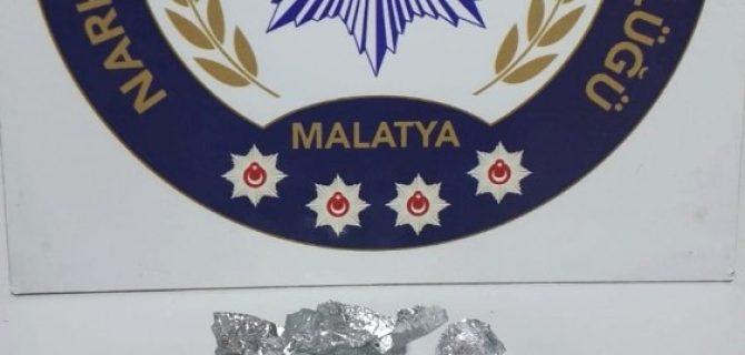 Polisten Kaçan Sürücünün Aracında Uyuşturucu Bulundu